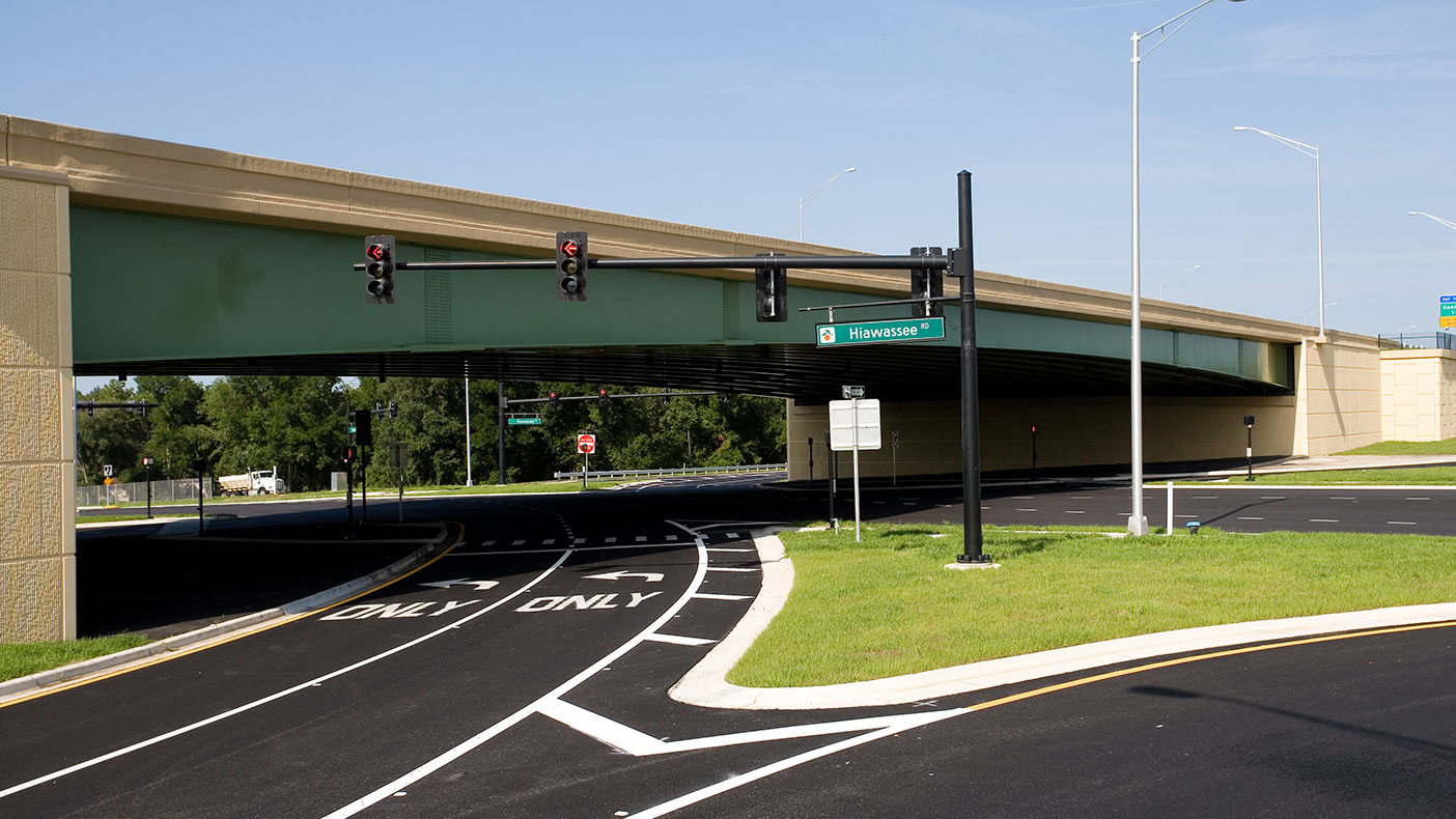 The gentle taper from the ends to the center was an important aesthetic touch to provide a thin profile for the bridge and integrate the interchange into the surrounding residential area.