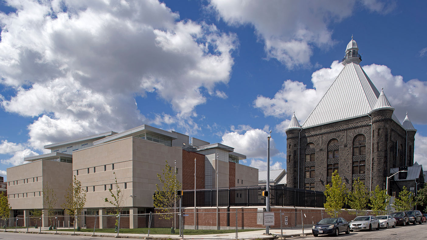 The site for the new youth detention center was developed within the exisiting security perimeter of the correctional complex in Baltimore.