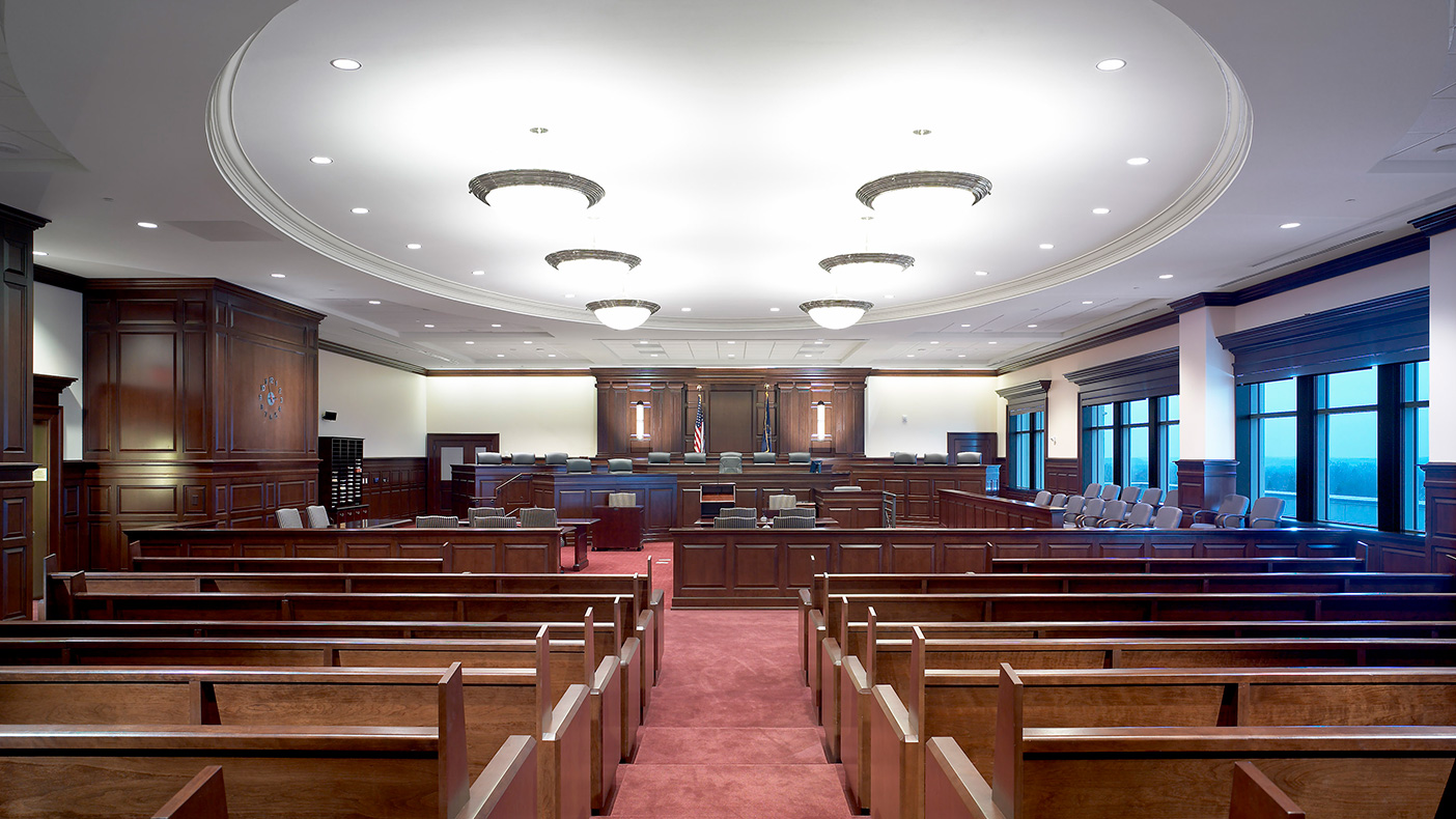 The new courthouse features 18 common plea courtrooms, 10 court master hearing rooms, and one large ceremonial courtroom with a tiered bench to seat up to 18 judges. Photo: Don Pearse Photographers, Inc.