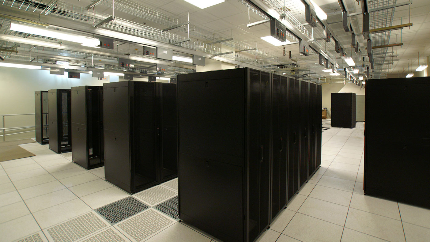 The data center's 6,800 square feet of raised floor supports 285 network and server racks at various power densities.