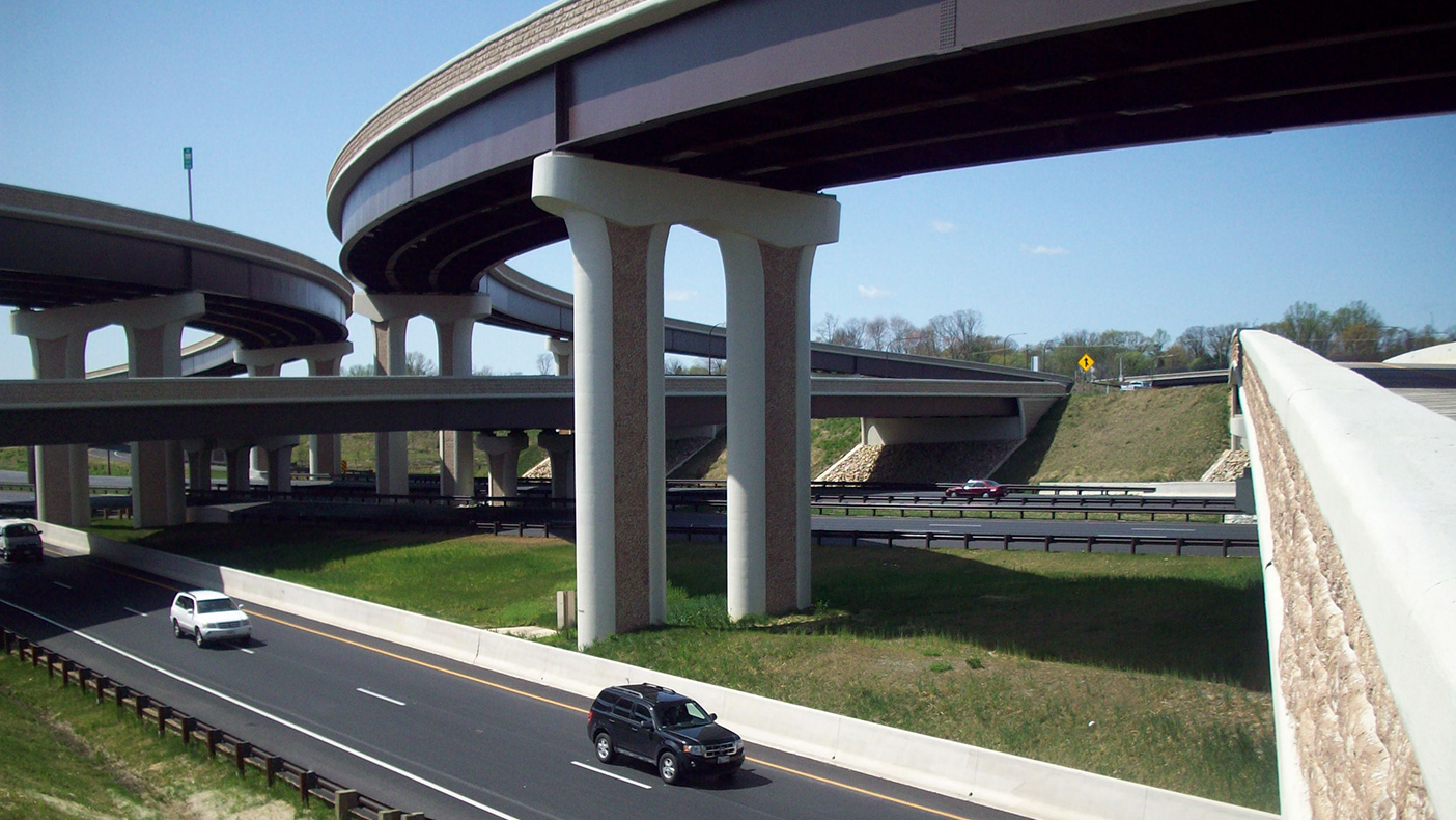 We designed more than 20 new bridges with aesthetic elements to complement the surrounding areas, 10 retaining walls, nine major culvert crossings, 15 new stormwater management facilities, and electronic toll collection.