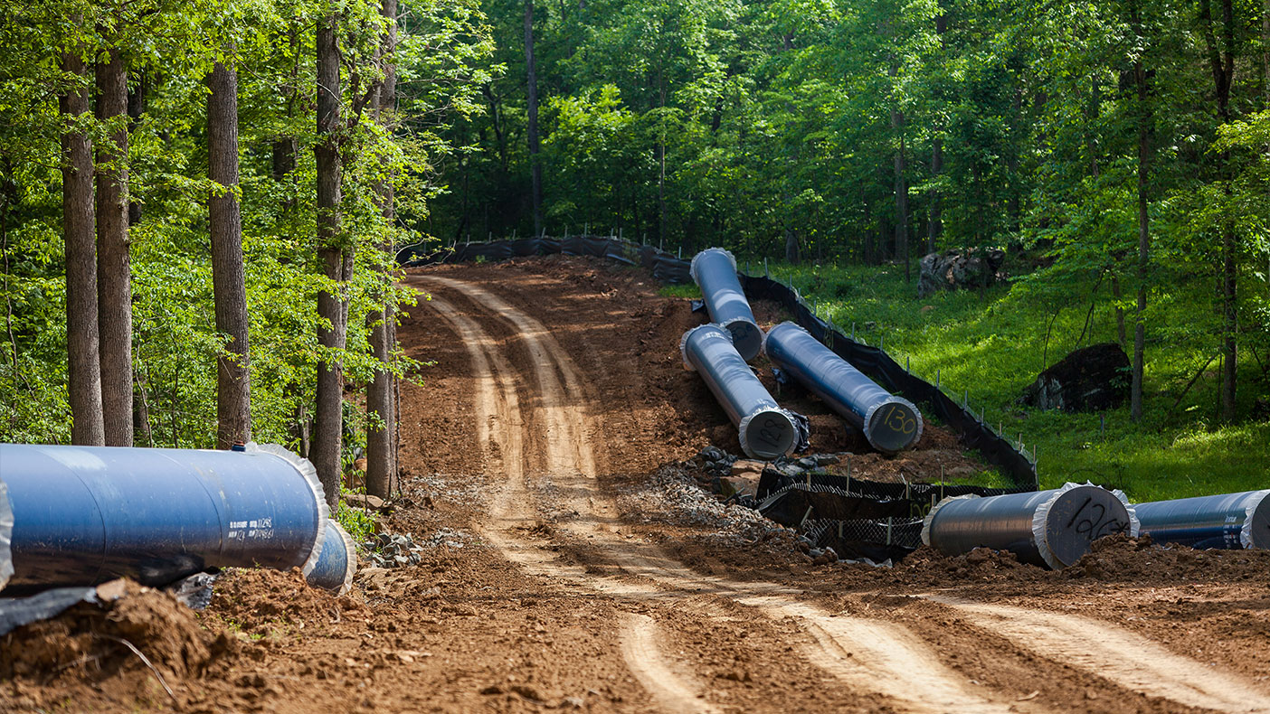 We established a corrosion protection system to reduce potential rusting of the pipeline and other negative impacts to nearby gas and power transmission utilities.