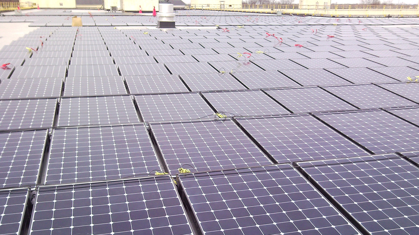 6,152 photovoltaic panels were installed on the roof of the 1.6-million-SF building, converting sunlight into electrical energy, feeding into the existing power grid.