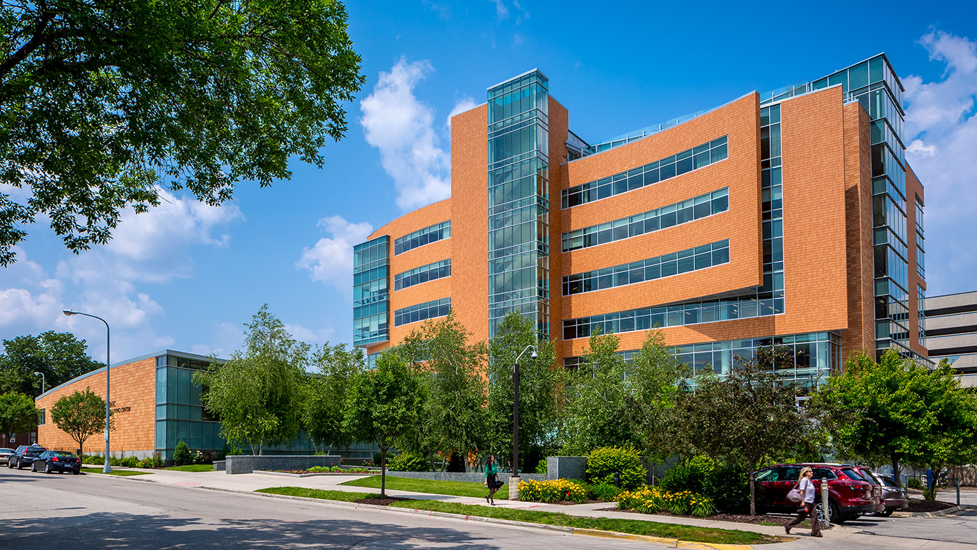 The nine-story wellness center, constructed in two phases, is open to the Mayo community and currently has more than 16,000 members, including employees, students, volunteers, retirees, spouses, and domestic partners.