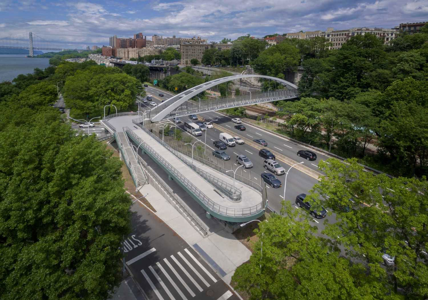 The pedestrian bridge over the Henry Hudson Parkway and Amtrak features a steel arch pedestrian bridge, and east and west pedestrian ramps. Photo courtesy of Dewberry.