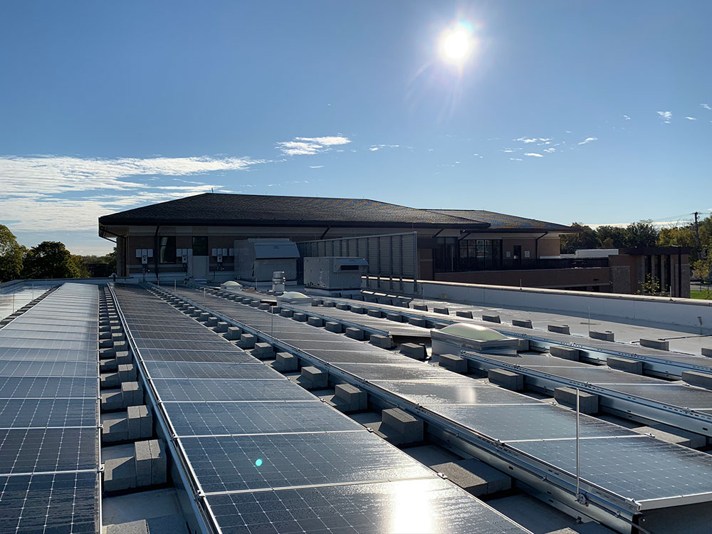 The building's 638 solar panels generate enough electricity to power the building. Photo by Mariusz Mizera, courtesy of Dewberry.