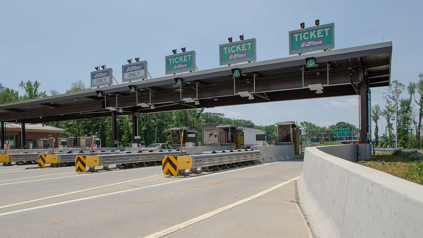 Constructing a new 10-lane, LEED Silver certified toll plaza at Interchange 8 provided a direct connection to the Hightstown Bypass for safe traffic flow between freeways.