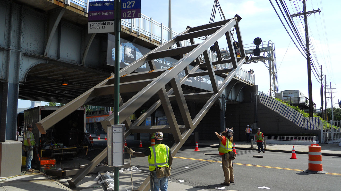 The eastbound tower was fabricated off-site, trucked to the project location, and installed in one day. Installation took place without disrupting the train schedule, impacting circulation, or encroaching on the existing station retaining wall.