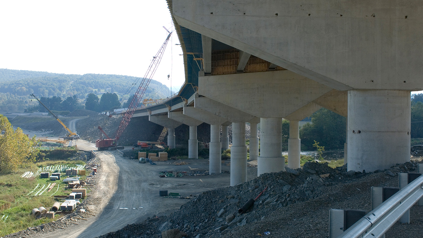 With more than four million cubic yards of excavation, our geotechnical investigations were a key project component. We designed the project to eliminate large waste or borrow areas.