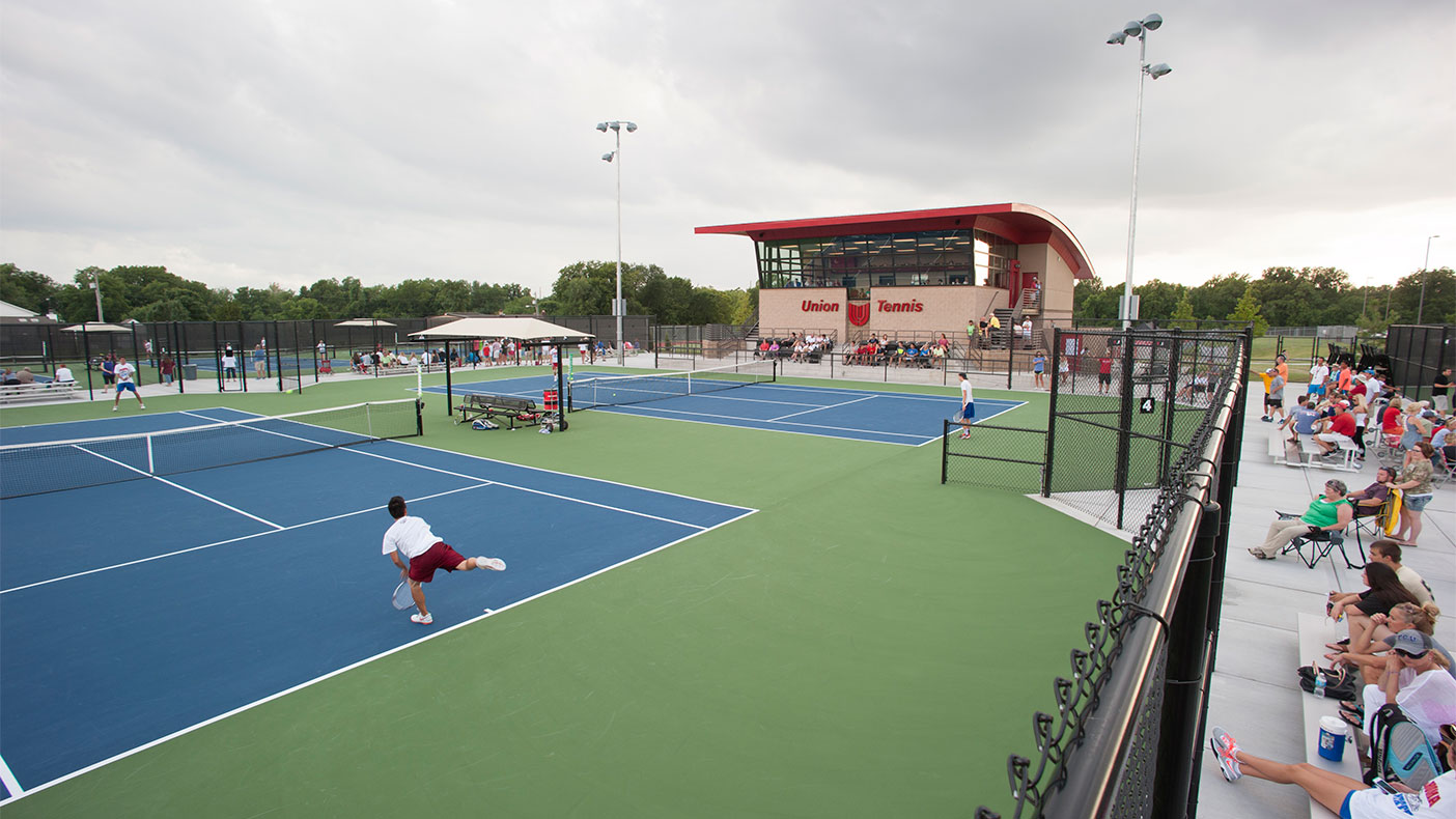 We created an indoor, glass-walled viewing gallery on the upper floor as well as a shaded, outdoor spectator area. The observation areas offer a 270-degree viewing angle with panoramic views of all of the courts.