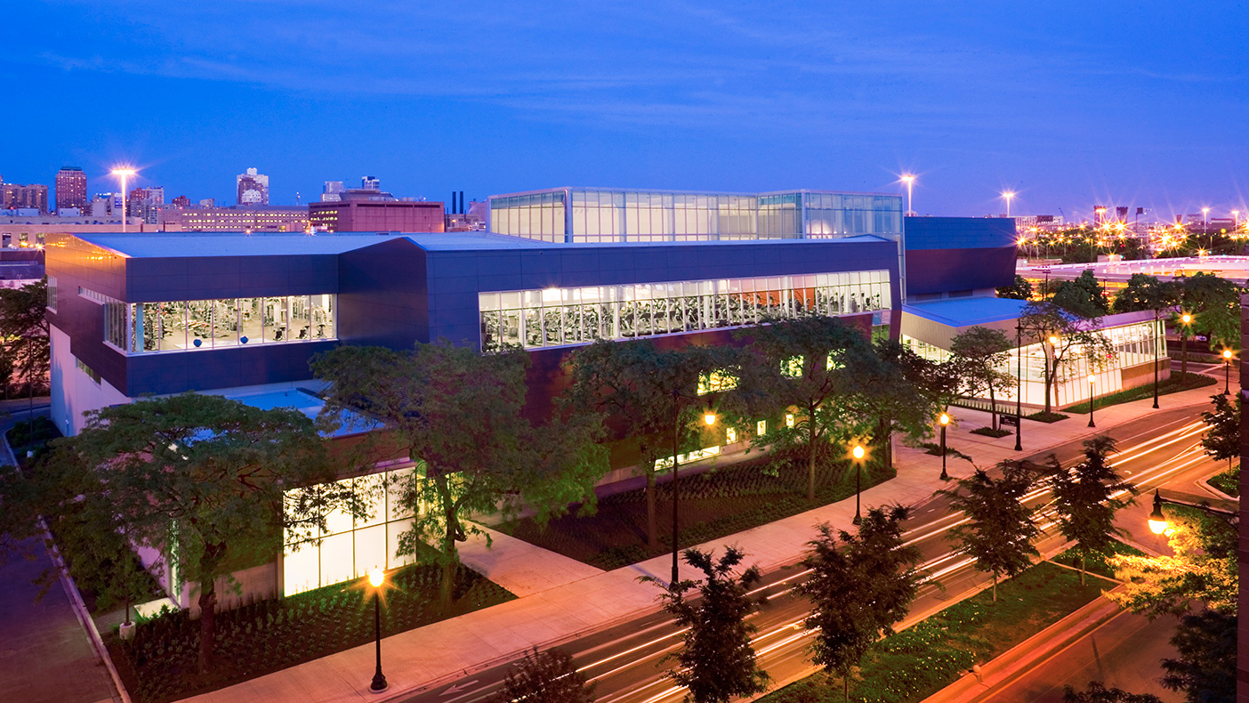 The award-winning Student Recreation Facility features 152,000 SF of active and passive recreation space.