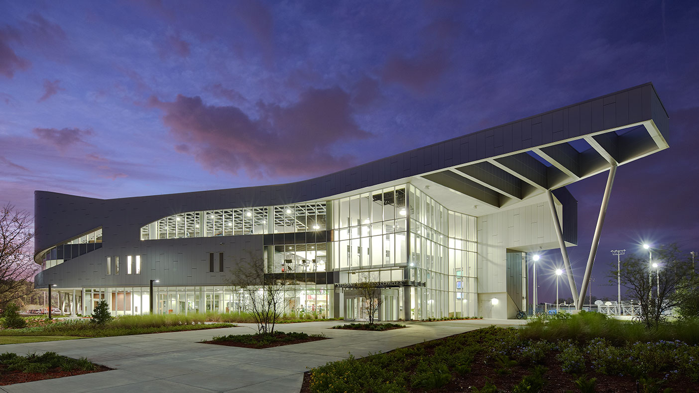 The complex supports an active student life on the northern campus and complements the new student union to the south.