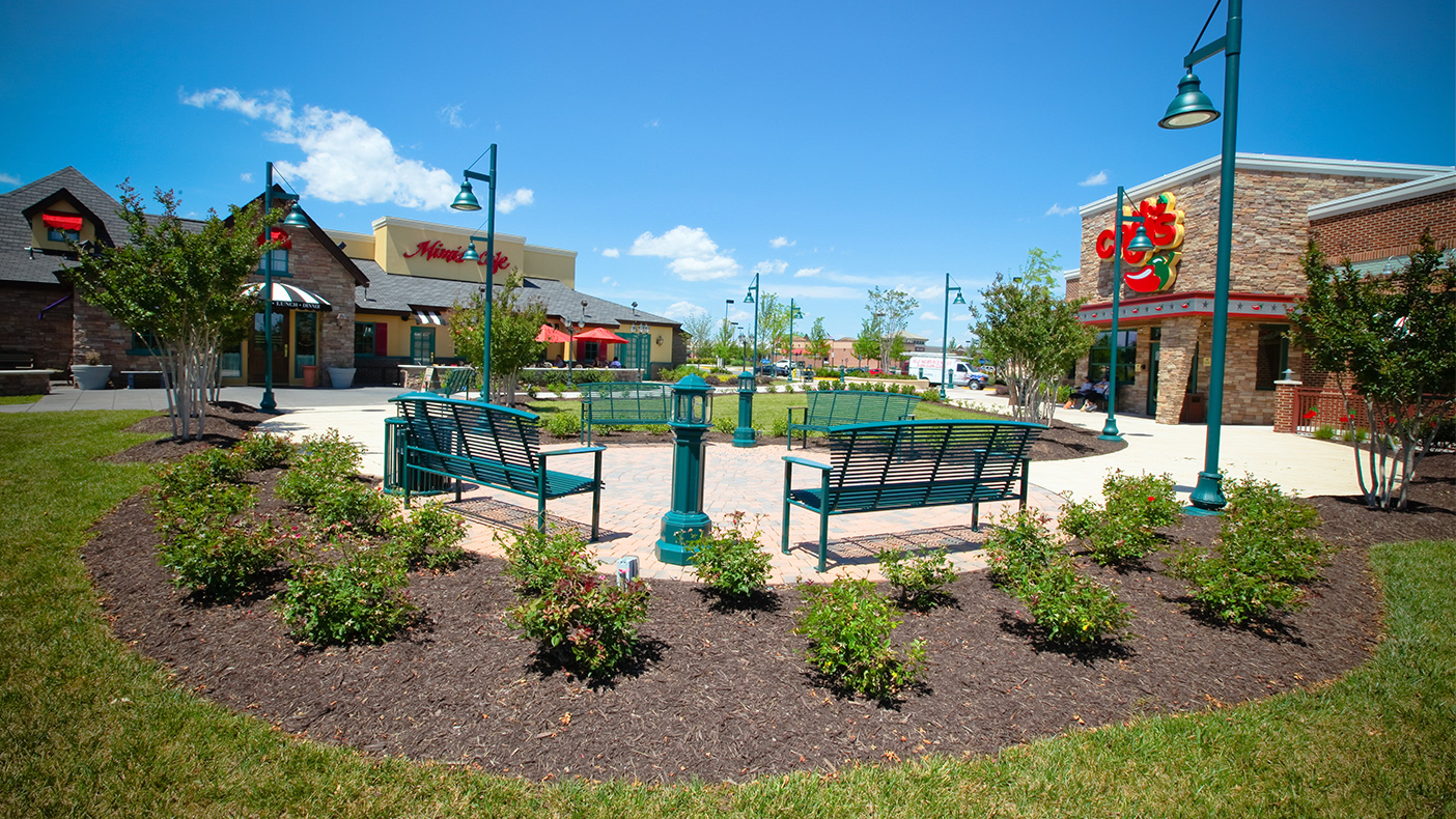 Working to fulfill The Peterson Companies' goal of creating an aesthetically pleasing and enjoyable shopping experience, we planned extensive landscaping and hardscaping, plus comfortable seating areas.