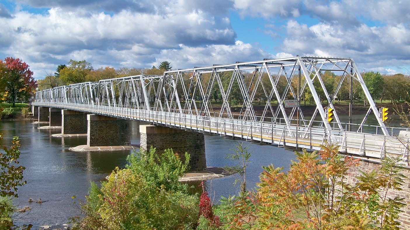 Preventative repairs to the bridge's six-span Double Warren Steel through-truss structure were completed ahead of schedule at three percent lower cost than the pre-bid estimate.