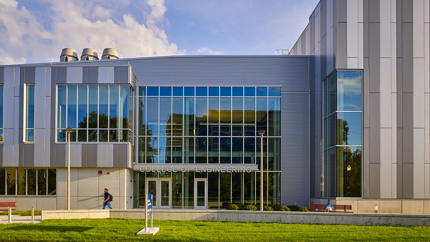 1 2 3 4 5 This project consolidated the chemical engineering, civil and materials engineering, and mechanical and industrial engineering programs into one state-of-the-art building.